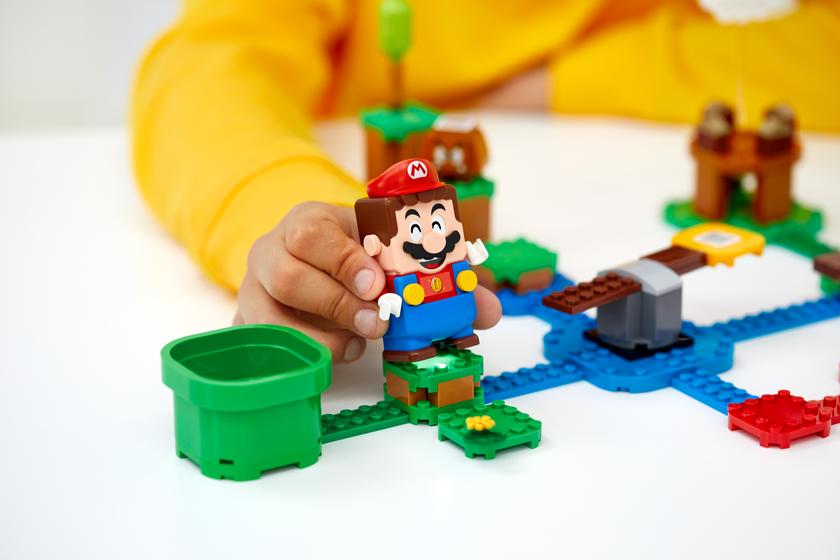 Mario breaks out into Lego world - Gadget